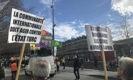 """(Western Armenian) Աֆրին - Փարիզի փողոցներուն վրայ Քրդերը կը դատապարտեն լռութիւնը՝ որ հոմանիշ է """"մեղսակցութեան"""""""