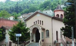 (Eastern Armenian) Նիցցայում «Հայ առաքելական եկեղեցու» հոգևոր հովիվը գիշերել է դրսում